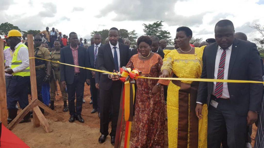 Kadaga, Kyabazinga and other dignitaries during the commissioning